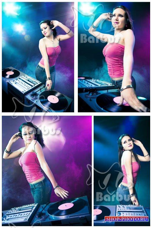 Girl DJ in Night Club / Девушка Ди Джей в Ночном Клубе
