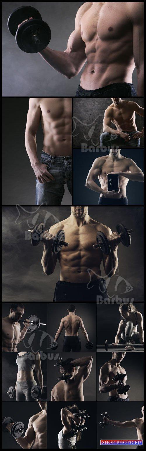 The man with relief muscles /  Мужчина с рельевными мышцами и отличным трен ...