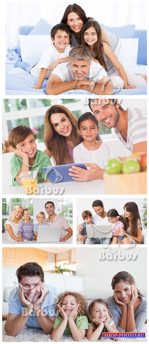 Family at a leisure with the laptop / Семья на отдыхе с ноутбуком
