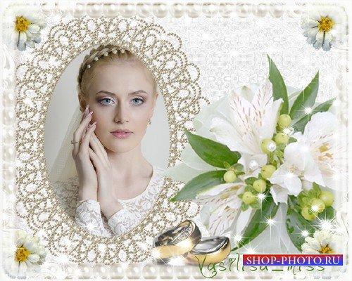 Прекрасная  свадебная фоторамочка для фотошопа с букетом нежных цветов для  ...