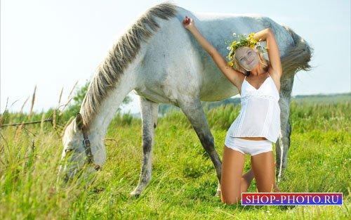 Шаблон psd женский - Очаровательная девушка в поле