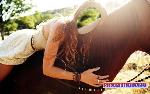 Шаблон psd женский - Брюнетка верхом на лошади