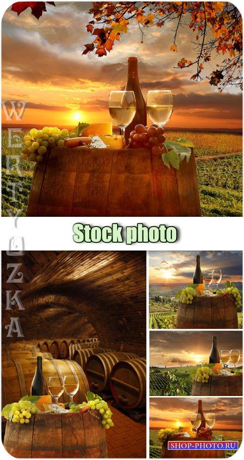 Вино, композиции с вином на фоне заката / Wine composition of wine at sunse ...