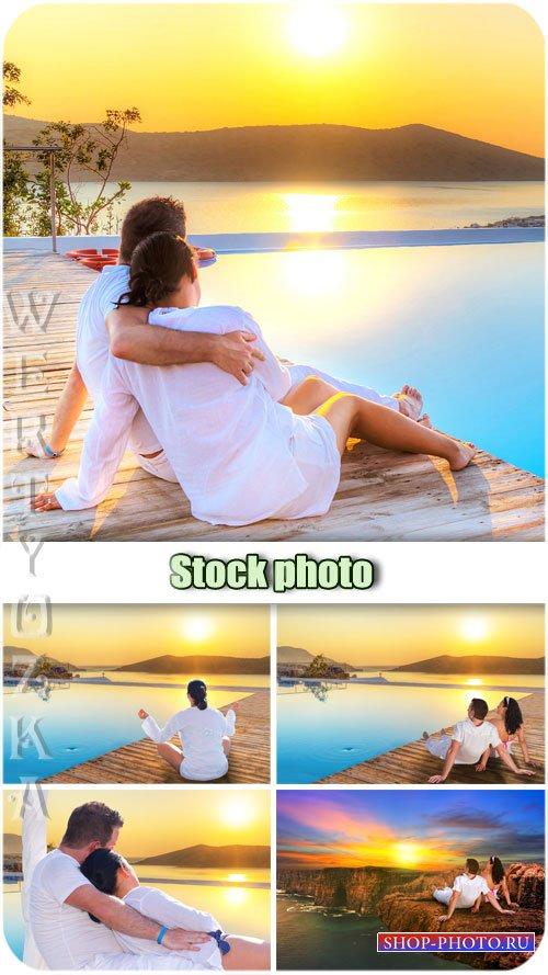 Романтичная пара и удивительный закат / Romantic couple and an amazing suns ...