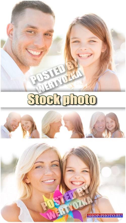 Счастливая семья, мама, папа и дочка / Happy family - stock photos