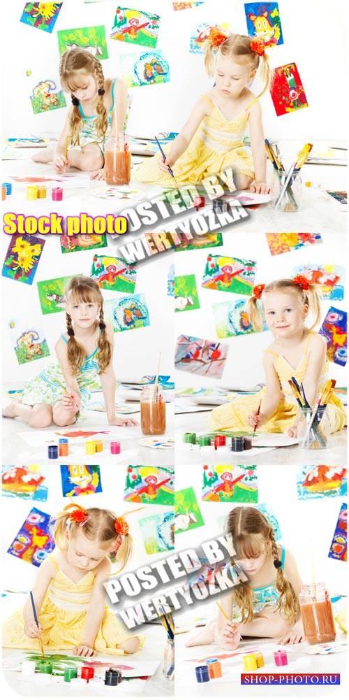 Дети и рисование - сток фото