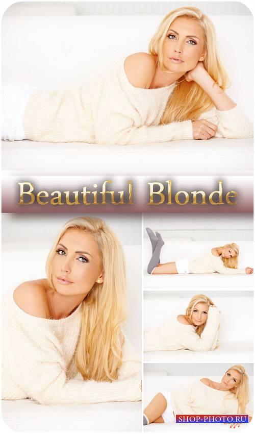 Блондинка с длинными волосами - сток фото