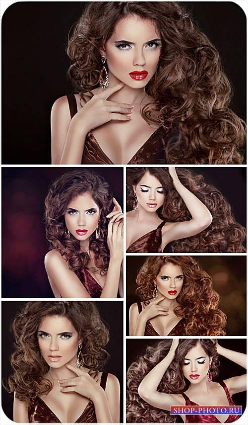 Девушка с роскошными длинными волосами - сток фото