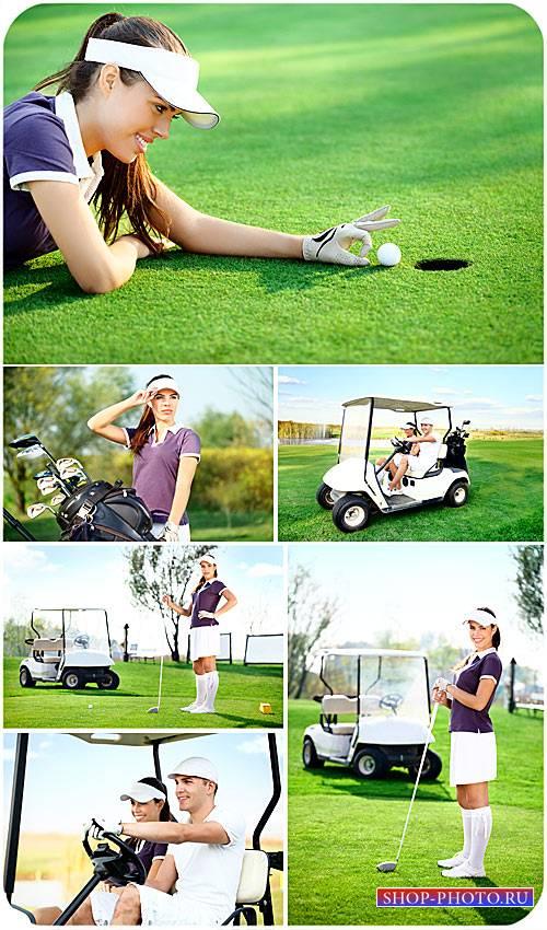 Гольф, девушка на поле для гольфа, спорт - сток фото