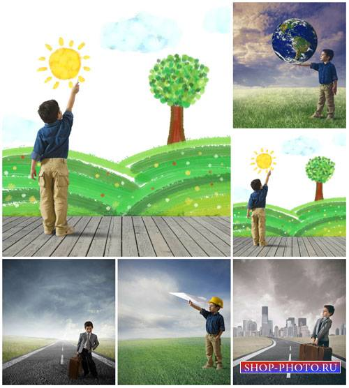 Маленький мальчик, природа, креатив - сток фото