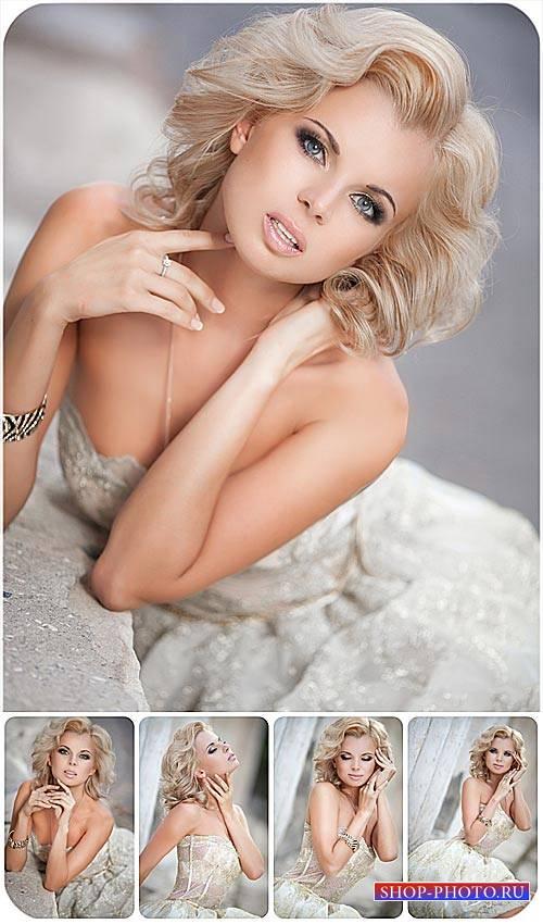 Светловолосая девушка в красивом платье / Blonde girl in a beautiful dress  ...