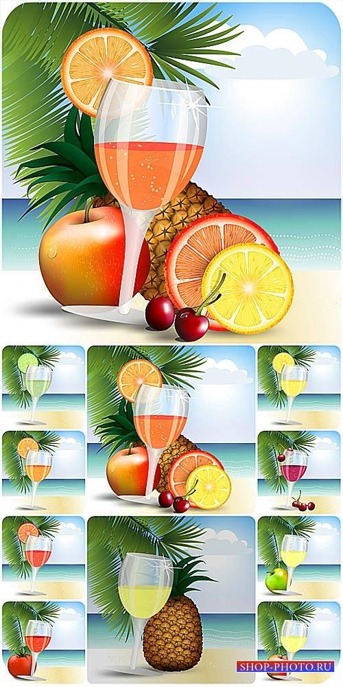 Фруктовые коктейли на фоне пальм и моря / Fruit smoothies