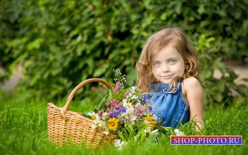 Детский шаблон - Милая малышка  с корзиной цветочков