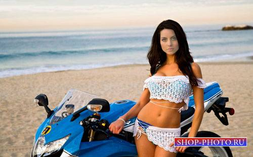 Шаблон psd женский - Девушка на берегу моря возле байка