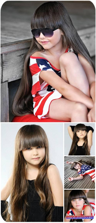 Красивая девочка с длинными волосами / Beautiful little girl with long hair ...
