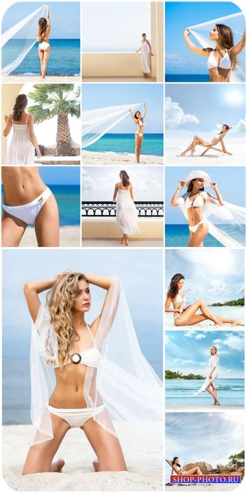Девушки в купальниках, лето, море / Girls in bathing suits, summer, sea - S ...
