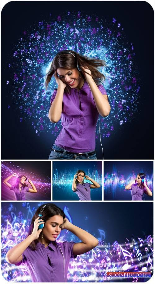 Девушка слушает музыку / Girl listening to music - Stock Photo