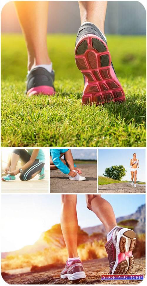 Спорт, ноги, кроссовки / Sports, legs, shoes - stock photos