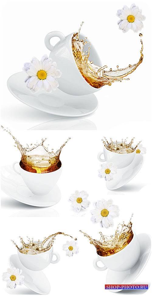 Чашка с чаем и белые ромашки / Cup with tea and white daisies - Stock photo