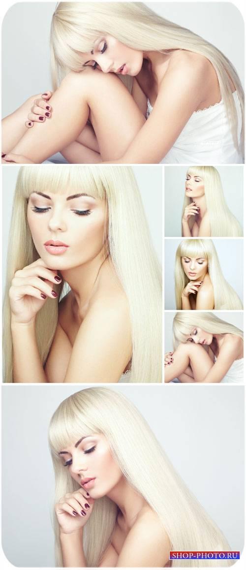 Красивая девушка с белыми длинными волосами / Beautiful girl with long whit ...