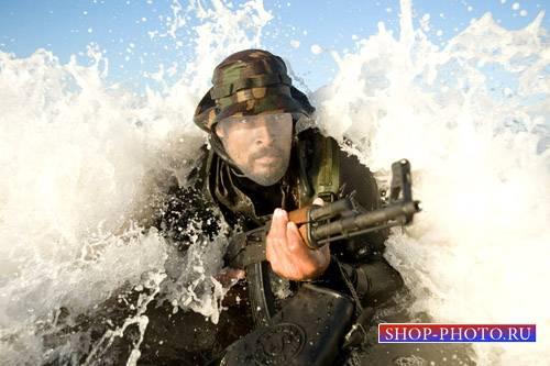 PSD шаблон для мужчин - Военный с автоматом в воде