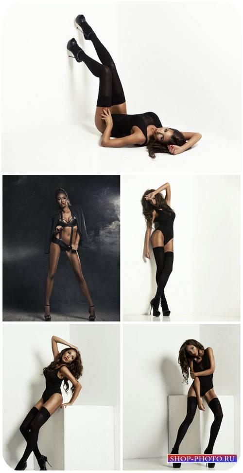 Очаровательная девушка в черном нижнем белье / Charming girl in black under ...