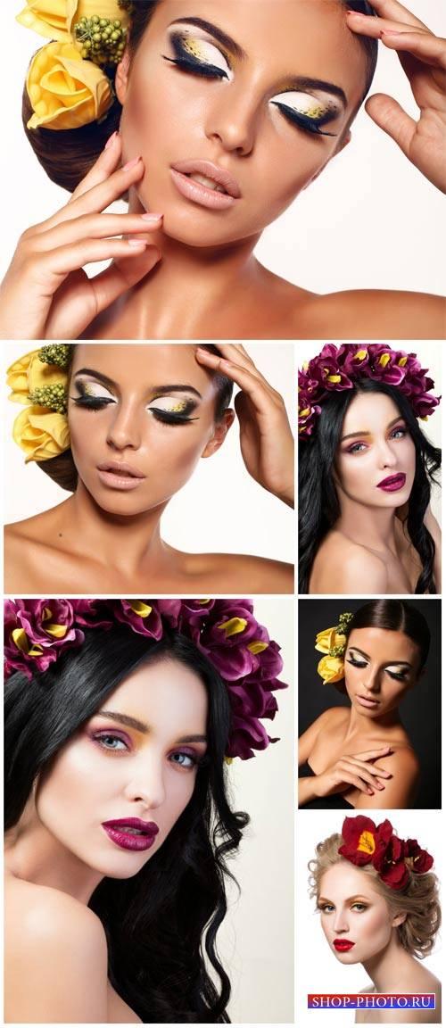 Красивые женщины с цветами в волосах / Beautiful woman with flowers in her  ...