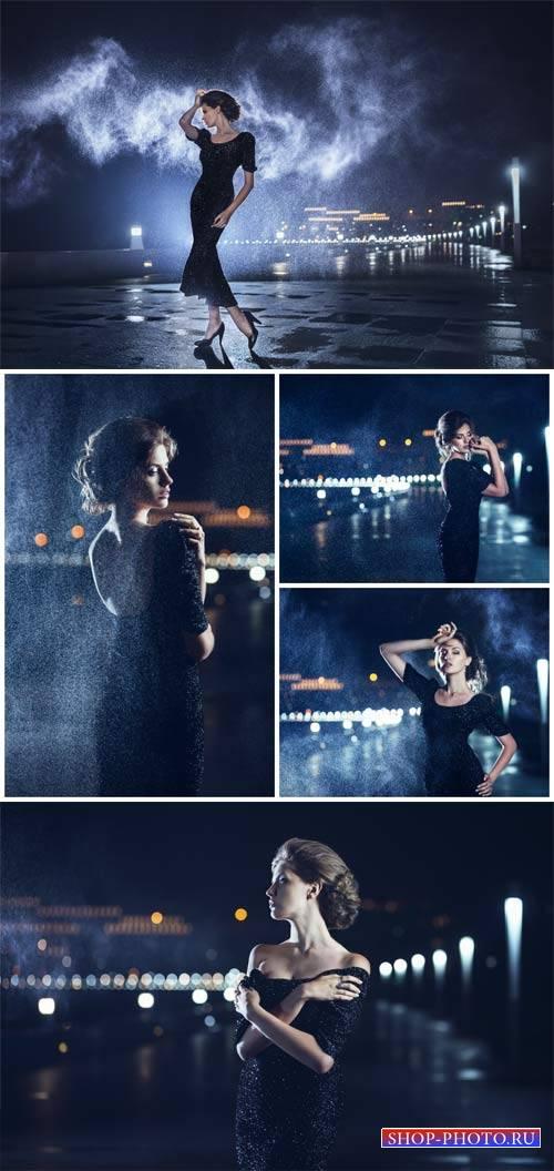 Романтичная девушка и ночной город / Romantic girl and night city - Stock P ...
