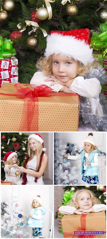 Новый год, девочка у елки / New Year's Eve, girl at the christmas tree - St ...