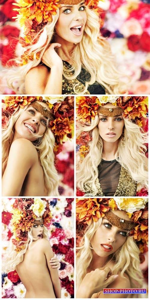 Светловолосая девушка в цветочном венке / Blonde girl in flower wreath - St ...