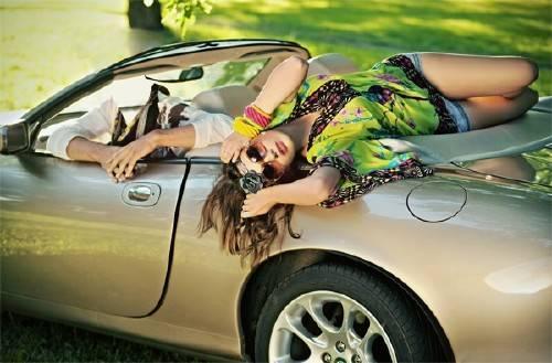 Шаблон psd - В машине с девушкой