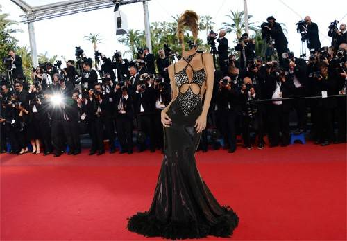 Женский шаблон - Знаменитость в платье