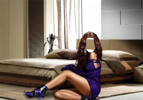 Женский фото шаблон - Брюнетка в спальне