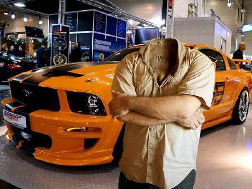 Мужской фото шаблон - На выставке машин