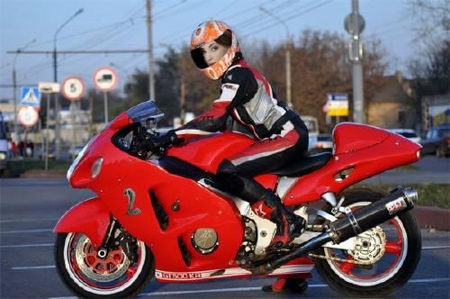 Шаблон psd женский - Байкерша на мотоцикле