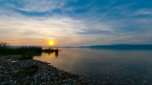 Футаж - Закат с солнечной дорожкой на воде