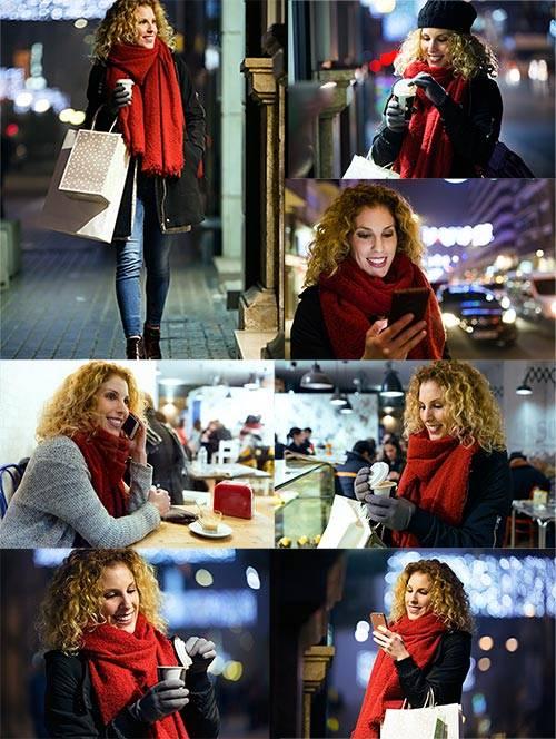 Девушка на вечерней прогулке по городу - Клипарт