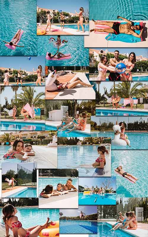 Молодые люди на пляже - Клипарт / Young people on the beach - Clipart