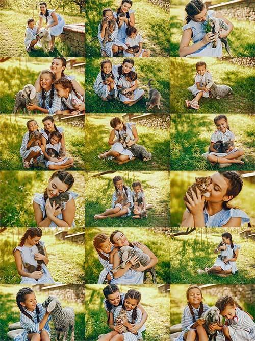 Девчата и зверята - Растровый клипарт / Girls and animals - Raster clipart