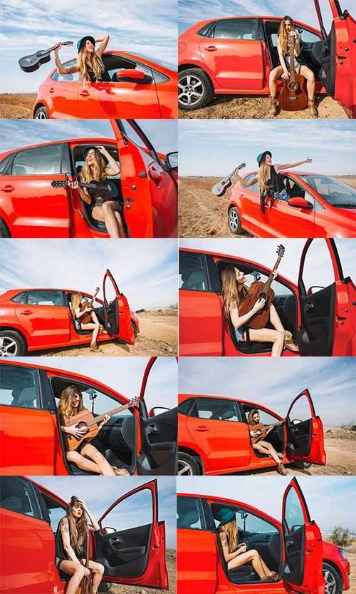 Девушка с гитарой - Растровый клипарт / Girl with guitar - Raster clipart
