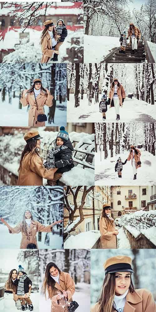 Мать и сын в зимнем парке - Клипарт / Mother and son in winter park - Clipa ...